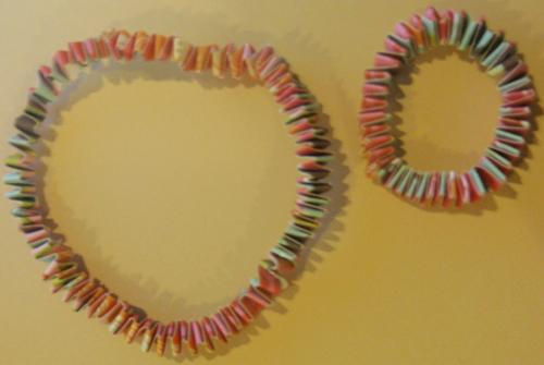 Finished springy paper bracelet
