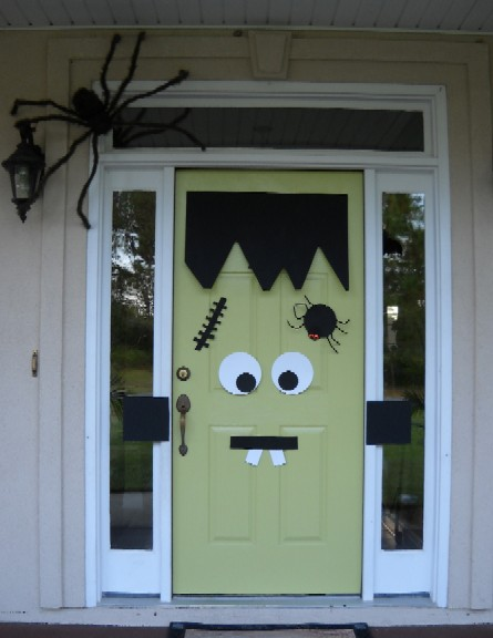 11 cool door decorating crafts for halloween kids crafts activities kids crafts activities - Cool door cars decoration ...