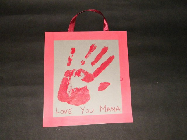 Make Keepsake Hand Print Poster Gift For Mom On Mother S Day Craft