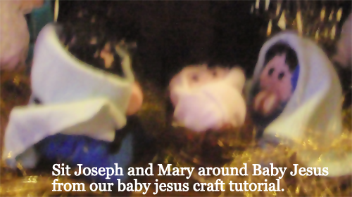 Sit Joseph and Mary around Baby Jesus