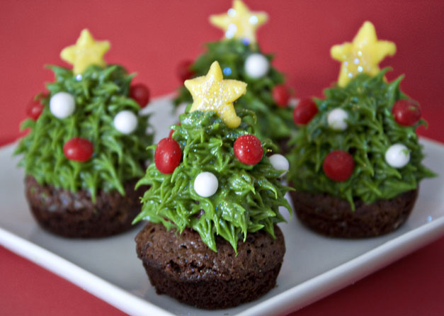 Strawberry Christmas Tree Brownies